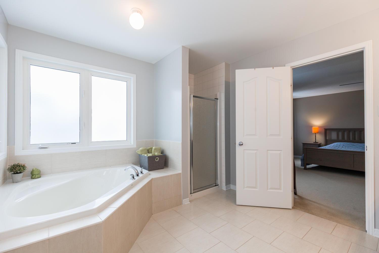 2406 Glandriel Crescent Ottawa-large-021-12-Master Bedroom Ensuite ...